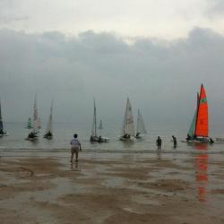 Les bateaux attendent les coureurs